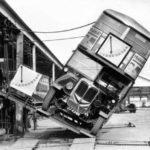 バス転倒人身事故