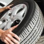 タイヤの破損は、車両保険の対象になるのか
