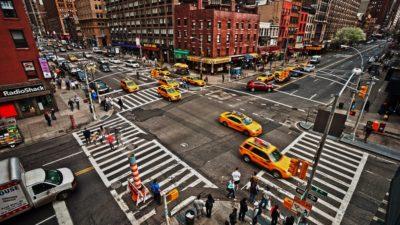 交差点とはどこからどこまで、それで「交差点の事故」か「交差点以外の事故」かが決まってくる