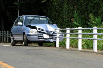 自損事故によるガードパイプの破損