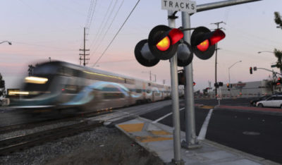 踏切内で起きた列車とトラックの衝突事故の責任はだれにあるのか