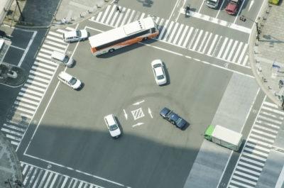 交差点における直進車と対向右折車との衝突事故の過失割合