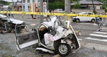 右折レーンで先頭になったときの注意点と、軽自動車による人身被害の重篤化